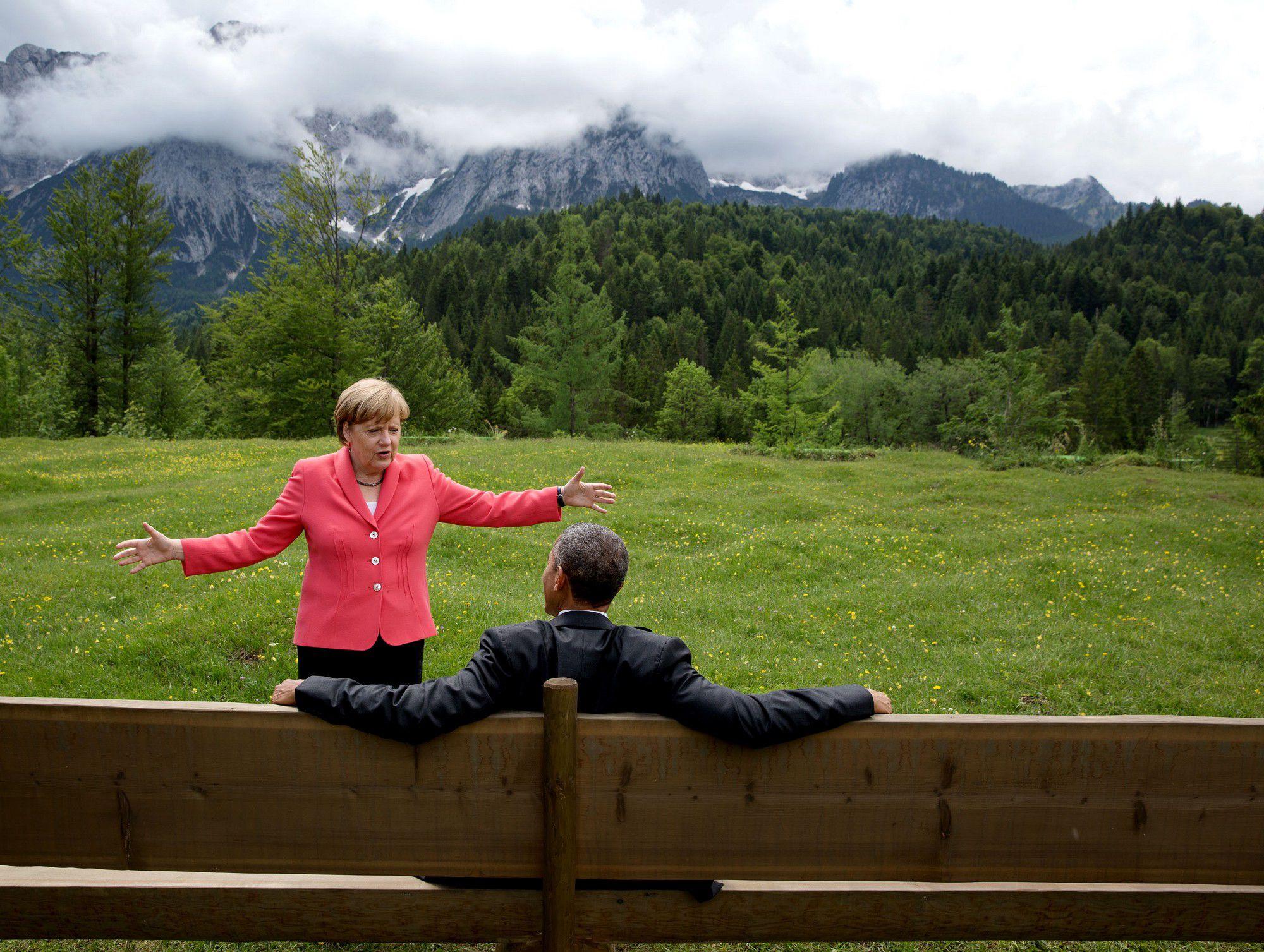 Pete Souza: Barack Obama and Angela Merkel talking at the 41st G7 summit -  CAMERA WORK